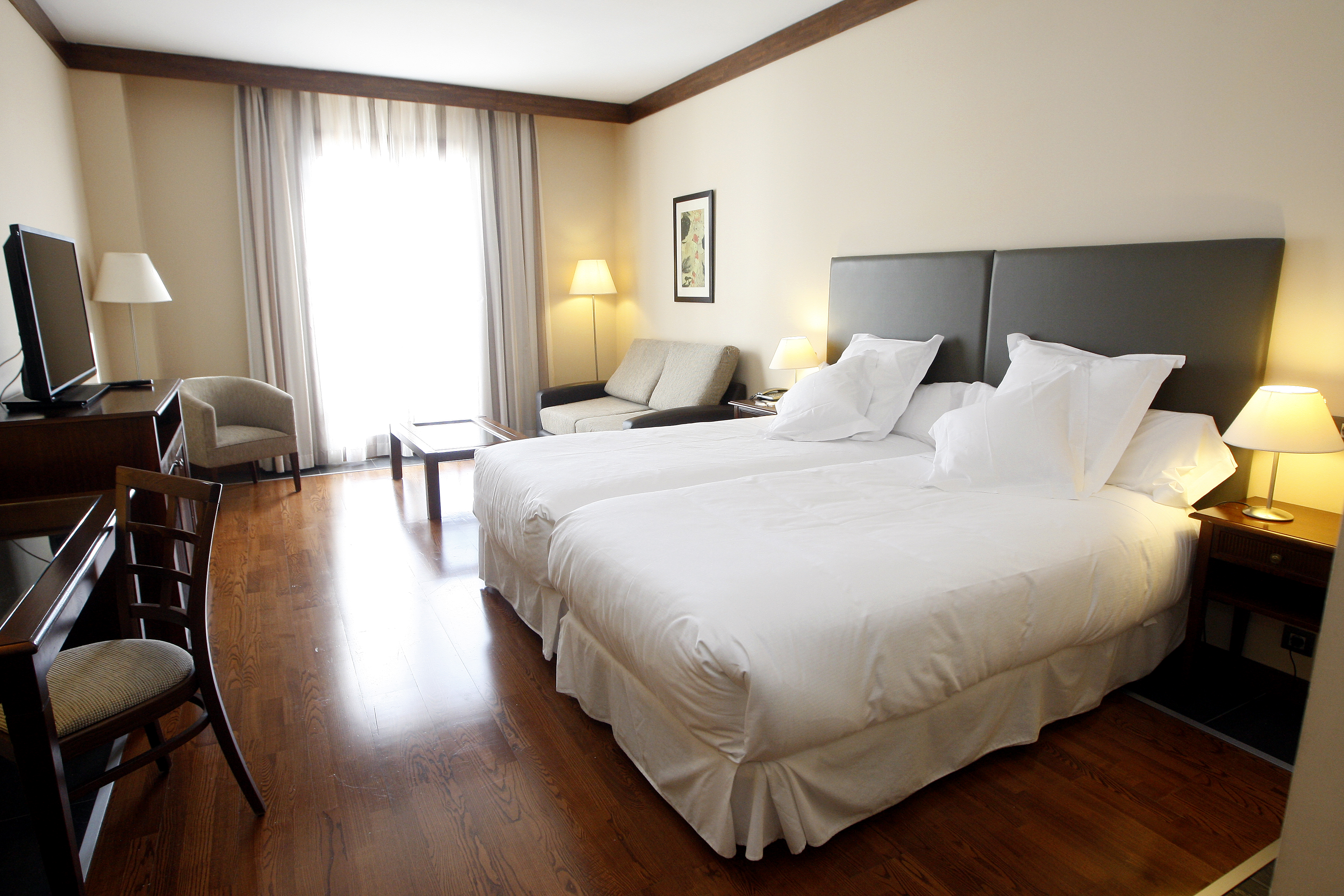 Hotel golf spa real badagu s hotel en jaca for Hotel spa familiar